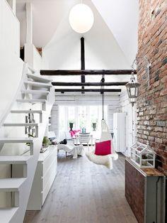 Aménager un studio comme un loft : Peinture blanche : http://www.monechelle.fr/peinture-lisse-pour-sol-mur-et-plafond-386  Mobilier suspendu : http://www.monechelle.fr/hamac-simple-2628