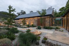 robert morris-nunn architect / (re)barn, acton park tasmania Australian Architecture, Australian Homes, Architecture Durable, Modern Architecture, Modern Barn, Modern Farmhouse, Australian Native Garden, Shed Homes, Backyard Landscaping