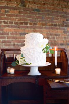 white cake with greenery | Landon Jacob #wedding