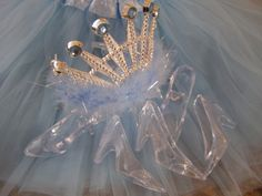 Best Princess Party Games. Search for Cinderella's Glass Slipper. #princesspartygames #princessbirthdaypartygames #glassslipper