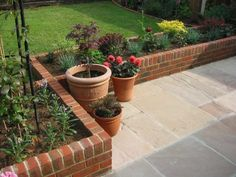 25 Beautiful Brick Flower Bed Ideas for Front Yard Landscaping - Privacy Landscaping, Landscaping With Rocks, Front Yard Landscaping, Landscaping Edging, Landscaping Ideas, Lawn Edging, Outdoor Landscaping, Hydrangea Landscaping, Farmhouse Landscaping