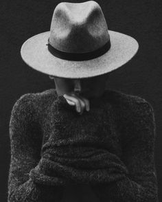 Style sweater and brimmed mens hat