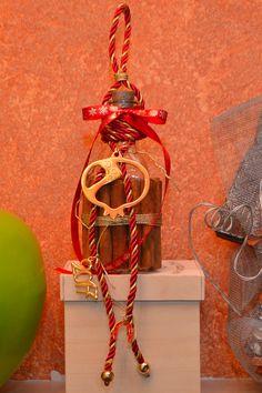 6-ΓΟΥΡΙ-ΜΠΟΥΚΑΛΙ 2017 Traditional, Christmas Ornaments, Holiday Decor, Home Decor, Decoration Home, Room Decor, Christmas Jewelry, Christmas Decorations, Home Interior Design