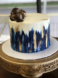 Buttercream Birthday Cake, Buttercream Cake Designs, Cake Decorating Frosting, Cake Decorating Designs, Cake Decorating Videos, Birthday Cake Decorating, Decorating Hacks, 18th Birthday Cake For Guys, Modern Birthday Cakes