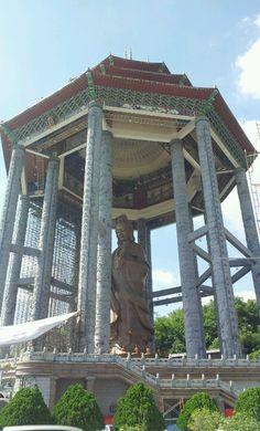 Giant kuan yin statue @kek lok si, penang