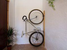Neska Polita es un soporte destinado a aparcar la bicicleta de forma estética y funcional en espacios reducidos. Está dirigido a gente joven y...