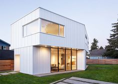 Pavilion House in Portland, Oregon by Ben Waechter