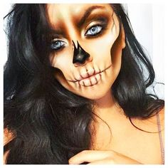 Explore Halloween Makeup Ideas of All Time in this gallery. We share a huge collection of the best Halloween makeup ideas ever shared on internet. Unique Halloween Makeup, Halloween Inspo, Halloween Looks, Halloween Art, Halloween Costumes, Half Face Halloween Makeup, Halloween Skeleton Makeup, Sugar Skull Halloween, Halloween Parties