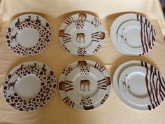 j'adore cette série d'assiette inspiration africaine Painted Plates, Ceramic Plates, Ceramic Pottery, Decorative Plates, Hand Painted, Service Assiette, Ceramic Animals, China Painting, Animal Paintings