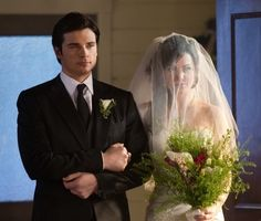 SMALLVILLE - ERICA DURANCE (Lois Lane) BEING ESCORTED DOWN THE AISLE BY TOM WELLING (Clark Kent) AT THEIR WEDDING WHICH GOT INTERRUPTED BY 'THE DARKNESS'