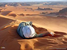 Il Deserto del Sahara, il più vasto al Mondo.  Terra viva e costantemente in mutazione: i paesaggi variano, il fascino della forza della natura che vive anche in territori così ostili incanta, l'energia che trasmettono natura e persone sono potenti.