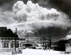 "unhistorical: "" August An atomic bomb is dropped on Nagasaki. Three days after the bombing of Hiroshima, a second atomic bomb - ""Fat Man"" - was detonated over Nagasaki, the third detonation. Hiroshima E Nagasaki, Hiroshima Bombing, Bomba Nuclear, Mushroom Cloud, Photos Rares, Rare Historical Photos, Historia Universal, Iwo Jima, Fukushima"