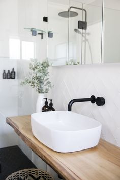 White tiles with white grout – Weiße Fliesen mit weißem Fugenmörtel – Bad Inspiration, Bathroom Inspiration, Bathroom Ideas, Bathroom Inspo, Roca Bathroom, Bathroom Carpet, Bathroom Goals, Washroom, Beautiful Bathrooms