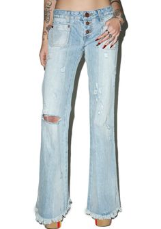 One Teaspoon Florence Le Cats Flares ...do ya sometimes ever feel like ya were born in the wrong era, BB? Same here! Yer gonna feel instantly transported with these fabulous low rise jeans that are constructed from premium denim. Featuring a perfectly retro flare fit, international distressing for that lived-in loved look, front and back square pockets, button fly closure and a long frayed hemline. CIAO BELLA!