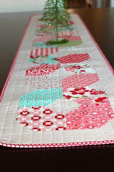 table runner - great charm pack pattern