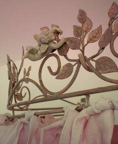 bed crown detail
