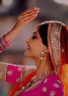 Sun raha hain na tu Indian Celebrities, Bollywood Celebrities, Bollywood Actress, Bollywood Outfits, Bollywood Fashion, Bollywood Stars, Sonam Kapoor, Deepika Padukone, Indian Dresses