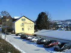 """Schon die Bezeichnung """"Haus Sonnenberg"""" bringt es zum Ausdruck, unser Hotel liegt an einem sonnigen Berghang, oberhalb des historischen Städtchens Schotten. Das Hotel, Berg, Outdoor, House, Old Town, Sun, Outdoors, Outdoor Games, The Great Outdoors"""