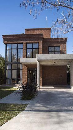 FF Haus des María Laura Piccolo Arquitectura Studios - Casas Modernas - Classic House Design, Small House Design, Modern House Design, Minimalist Home Design, Japanese Modern House, Modern Brick House, Minimalist House, Modern Exterior, Exterior Design