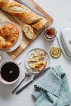 16 ideas breakfast coffee croissant brunch for 2019 Breakfast Photography, Food Photography Styling, Food Styling, Bread Jam, Bread Food, Coffee Bread, Food Flatlay, Coffee Recipes, Yogurt