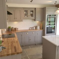 Grey, country cottage kitchen with island and wooden worktops - Decor - Best Garden deas Open Plan Kitchen Living Room, Kitchen Room Design, Kitchen Dinning, Home Decor Kitchen, Country Kitchen, Kitchen Interior, Home Kitchens, New Kitchen, Island Kitchen