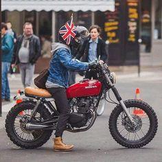 Seen by Custom build Honda 125  Yamaha Cafe Racer, Honda Scrambler, Motos Honda, Cg 125 Cafe Racer, Scrambler Motorcycle, Moto Bike, Motorcycle Style, Honda Motorbikes, Tracker Motorcycle
