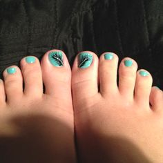Feather toe nails (: