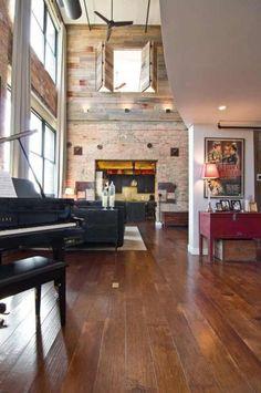 loft-renove-mur-briques-apparentes-parquet-mur-guitares-mezzanine-poster-vintage-piano