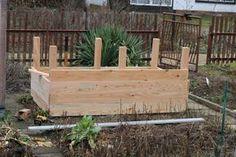 Ein Hochbeet im Garten kann man sich leicht selbst bauen aus wenigen Materialien. Meine einfache Anleitung mit vielen Fotos hilft euch dabei!
