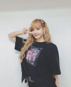 Lisa Blackpink [lalalalisa_m] Kim Jennie, Jenny Kim, Kpop Girl Groups, Korean Girl Groups, Kpop Girls, Blackpink Lisa, Lisa Chan, Blackpink Icons, Lisa Blackpink Wallpaper