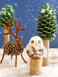 Don't let cold weather stop you from having some creative, crafty fun! Create a winter snowscape #craft with a couple pinecones and a little imagination.