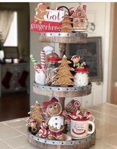 Gingerbread Christmas Decor, Gingerbread Decorations, Christmas Table Decorations, Christmas Home, Gingerbread Men, Xmas, Christmas Swags, Merry Christmas, Houses Decorated For Christmas
