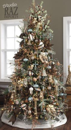 Rustic Theme Christmas Tree - Christmas Tree Themes & Color Schemes - Dot Com Women - - Decorate a log cabin style rustic tree this Christmas. Shades of brown, golden and white will create interest in this. Decoration Christmas, Christmas Tree Themes, Noel Christmas, Country Christmas, White Christmas, Coastal Christmas, Xmas Trees, Owl Christmas Tree, Burlap Christmas