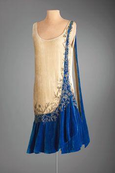1925 Evening dress, Mme Frances, Inc, New York 20s Fashion, Fashion History, Art Deco Fashion, Look Fashion, Vintage Fashion, Womens Fashion, Club Fashion, Victorian Fashion, Gothic Fashion