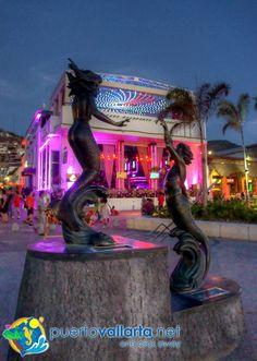 Puerto Vallarta is Mexico / Puerto Vallarta es México. Malecon is the starting point for the city's nightlife. Mas: http://www.puertovallarta.net/index-esp.html More: http://www.puertovallarta.net/index.html #puertovallarta #vallarta #jalisco #mexico