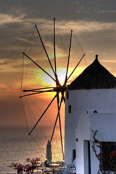 Windmill Sunset in Oia, Santorini island § Greece Oia Santorini Greece, Santorini Travel, Santorini Island, Mykonos, Great Places, Places To Visit, Sunset Landscape, Places In Europe, Travel Oklahoma
