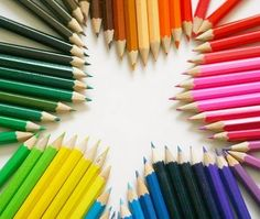 Rainbow of coloured pencils in star shape World Of Color, Color Of Life, Image Crayon, Rainbow Connection, Coloured Pencils, Over The Rainbow, Rainbow Star, Star Shape, My Favorite Color