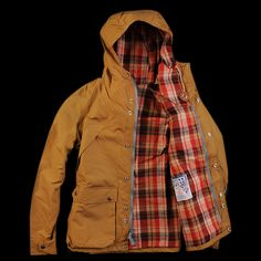 SLANT POCKET MOUNTAIN PARKA IN TAN