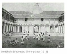 Panti asuhan Boeboetan... sebelum berubah menjadi RS Mardi Santosa Dutch East Indies, Dutch Colonial, Semarang, Surabaya, Old Pictures, Java, Netherlands, Taj Mahal, The Past