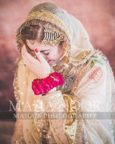 Image may contain: one or more people, people standing and closeup Bridal Mehndi Dresses, Pakistani Wedding Outfits, Pakistani Bridal Wear, Pakistani Wedding Dresses, Wedding Dresses For Girls, Bride Photography, Indian Wedding Photography, Muslimah Wedding Dress, Nikkah Dress