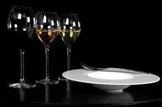 L'Art de la table by AKTUEL | Assiettes Anafi et verres Rubis. #AKTUEL #artdelatable #vaisselle #location #design #evenement #evenementiel