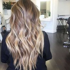 long curly hair | styles | beach waves | curls | highlights | caramels | honey | blonde