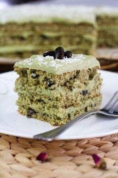 Matcha Green Tea Cake | This is, I believe, my third official experiment using Matcha Green Powder.  Right, this is it. I have, thus far, come up with 3 recipes using this magical ingredient. | From: thehealthyfoodie.com