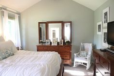 Room Makeover with Sherwin Williams Comfort Gray – Toptrendpin Room Wall Colors, Kitchen Wall Colors, Bedroom Paint Colors, Sherwin Williams Comfort Gray, Wall Color Combination, Brighten Room, Happy Room, Brown Furniture, Grey Bedding