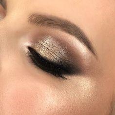 Glowing eye makeup - Bronze makeup #makeup #eyemakeup #bridemakeup #bride #makeupartist #brideday #browartist