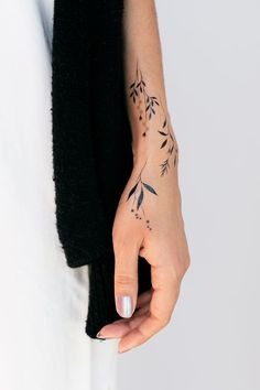 cool wrist tattoo designs and ideas for girls. cool wrist tattoo designs and ideas for girls. Botanicals by Lara Maju from Tattly Temporary Tattoos 24 Gorgeous Botanical Tattoos by Anna Botyk Henna Tattoo Designs, Tattoo Designs For Girls, Henna Tattoos, Body Art Tattoos, Tribal Tattoos, Temporary Tattoos, Hot Tattoos, Fake Tattoos, Earthy Tattoos