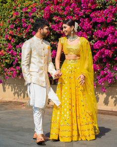 11 Trending Bridesmaids Looks To Steal For Your Next Wedding Function! Dress Indian Style, Indian Dresses, Indian Outfits, Sangeet Outfit, Mehendi Outfits, Lehenga Designs, Saree Blouse Designs, Kurta Designs, Lehnga Dress