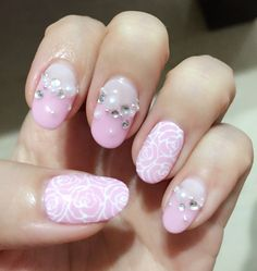 Sweet wedding manicure