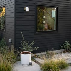 Simple Yet Elegant Modern Landscaping Design Tips – My Best Rock Landscaping Ideas Black House Exterior, Grey Exterior, Exterior Paint Colors For House, Modern Farmhouse Exterior, Exterior Siding, Exterior Remodel, Exterior Colors, Exterior Design, Modern Porch