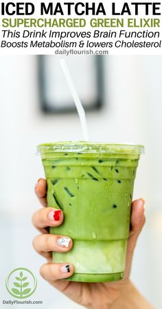This matcha green tea beverage is packed with antioxidants and other health benefits. A dairy-free, gluten-free, sugar-free and vegan recipe! Made with almond milk or macadamia nut milk. Matcha Drink, Matcha Smoothie, Juice Smoothie, Smoothie Drinks, Healthy Smoothies, Healthy Drinks, Smoothie Recipes, Milk Smoothies, Healthy Milk